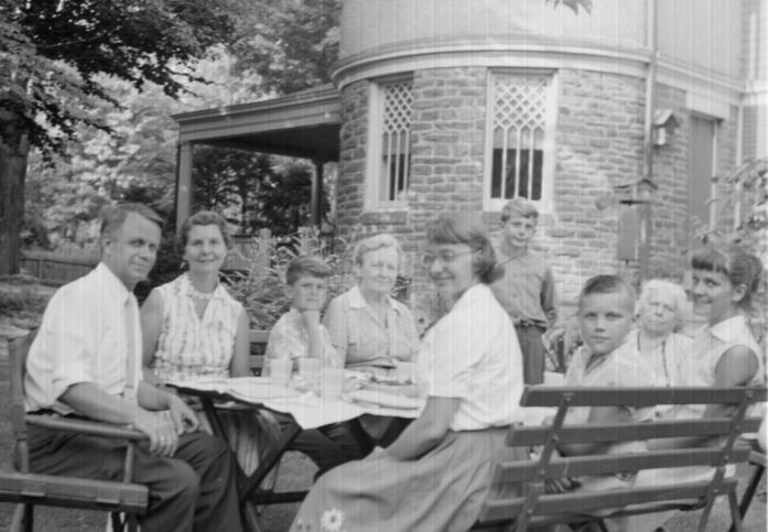 Picnic at 211 Upland Way: Charley and  Kitty, Frank, Betty, Sue, Chip, Stan, Nellie, Marty